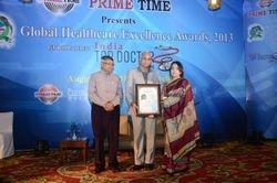 Dr. Jyotsna receiving the Award