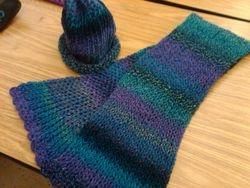 Hat and scarf set by Aurelia