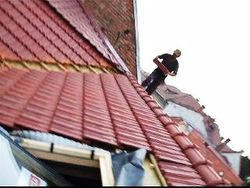 Montat  tigla ceramica todach montat fereastra mansarda Velux Imagini amenajari exterioare renovat acoperis