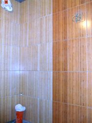 Perete baie cu faianta montata pe verticala