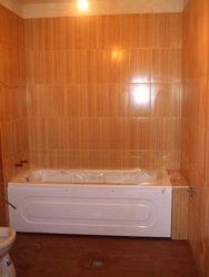 Model baie cu faianta glazurata maro imitatie bambus