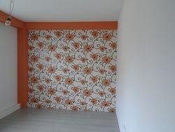 Dormitor cu tapet expandabil si tapet cu vinil