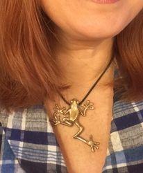 Bronze frog pendant