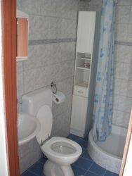 toalet s tusem