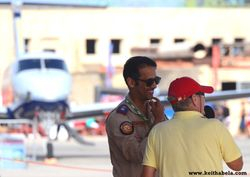 Beech 350 and a personal interviewing an Airforce personal.