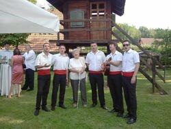 Na imanju u Dugom Selu, gospođa Marija zauzela mjesto članu klape :))