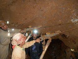 Perforando en interior mina