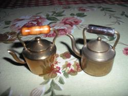 A couple of nice brass kettles.
