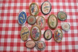 Other similar brooches.