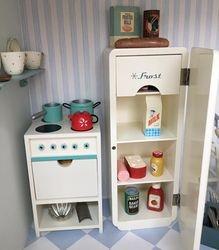 Maileg cooker and fridge
