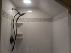 7' CAN light with mosaik glass tile band