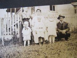 "Eliizabeth   ""Lib"" (Grove) Snare family"
