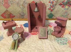 Mystery ~ Schoenhut  Mauve Bathroom