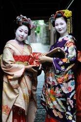 Tourist phtotographer shooting tourist meiko
