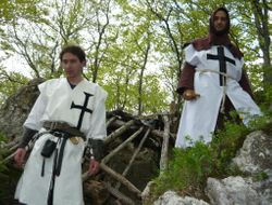 Suntem bine paziti de cei doi Cavaleri Teutoni care ne-au insotit