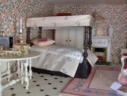 Was this Triang's answer to the four poster bed problem?