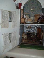 Handicrafts 325 interior - left