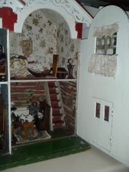 Handicrafts 325 interior - right