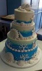 Seathemed blue-turqoise wedding cake