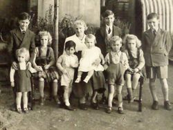 Elsie Jeneway with Grandchildren