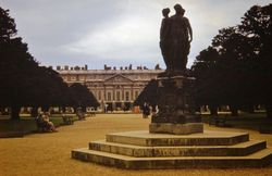 673 Hampton Court grounds