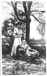 Robert's wife Hannah and who in the carriage?