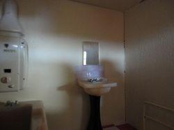 Tiled splashback to bathroom washbasin
