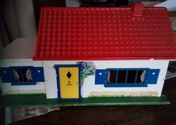 Daisy Bungalow 1966-71. Dimensions: 23 inches [58 cm] wide, 11.5 inches [29 cm] deep and 12.5 inches [31.5 cm] high