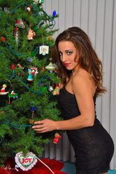 Alexare decorates the tree