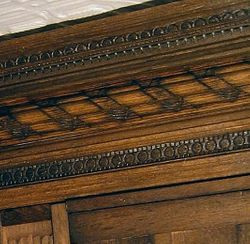 Long Gallery - close up of the panel head