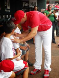 Carlos Beltran signing authographs