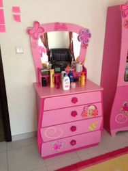 dressing table with 4 spacious drawers