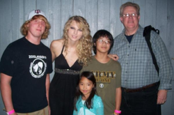 Taylor with her uncle and cousins after a concert