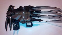 Skull Metal Claws Gauntlet Revised Edition