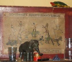 Schoenhuts Humpty Dumpty Circus box