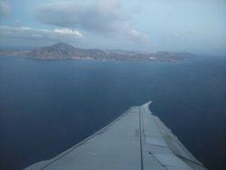 Pogled iz aviona na ostrvo Santorini