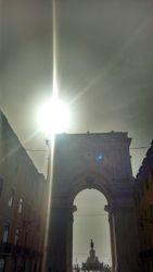 Trijumfalna kapija u ulici Rua Augusta sa Trgovackim trgom u daljini, Lisabon