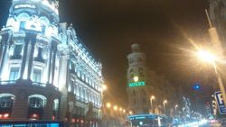 Ugao ulice Grand Via i Alkale, zgrada Metroplis i zgrada Grasi, Madrid