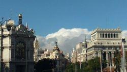 Pogled sa Sibelinog trga ka banci Spanije, zgradi Metropolisa, Madrid