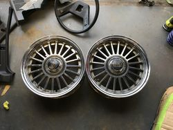 2 x EMU Fin wheels & Centre caps
