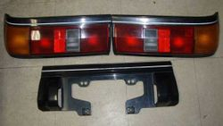 White Line Tail Lights Set with Centre