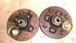 AE86 Front Hubs
