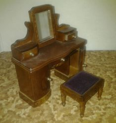 sh.de luxe dressing table