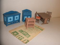 No1998 Dolls house furniture S3 - 01