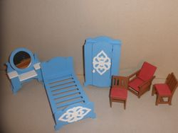 No2003 Dolls house furniture S4 - 01