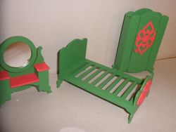 No2003 Dolls house furniture S4 - 04 - variant 2