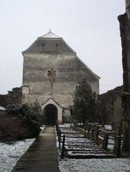 Curtea interioara a bisericii
