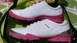 Ladies size 6 golf shoes