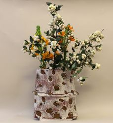 vase with snowberries
