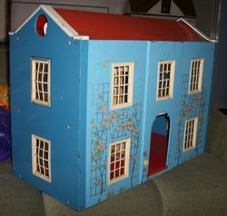Metal Triang Queen Anne Dolls House
